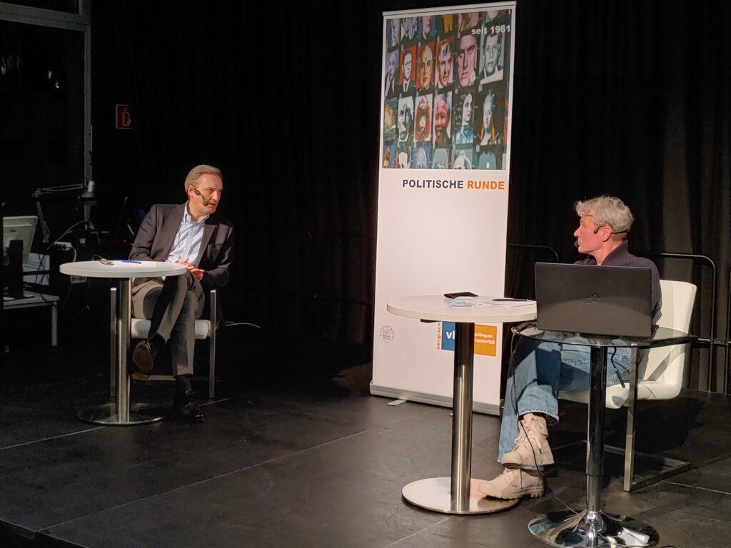 Markus Hilknbach und Stefan Seitz im Gespräch.